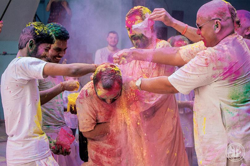 hindistanda-rengarenk-bir-festival-4