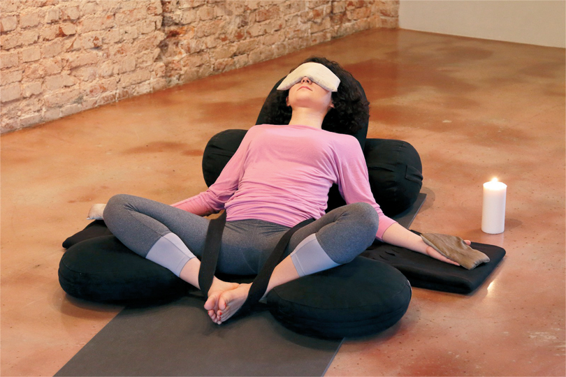 restoratif-yoga-ile-kis-terapisi-2