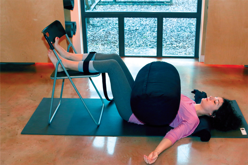 restoratif-yoga-ile-kis-terapisi-4